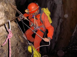 barny caving henne morte ice climb01